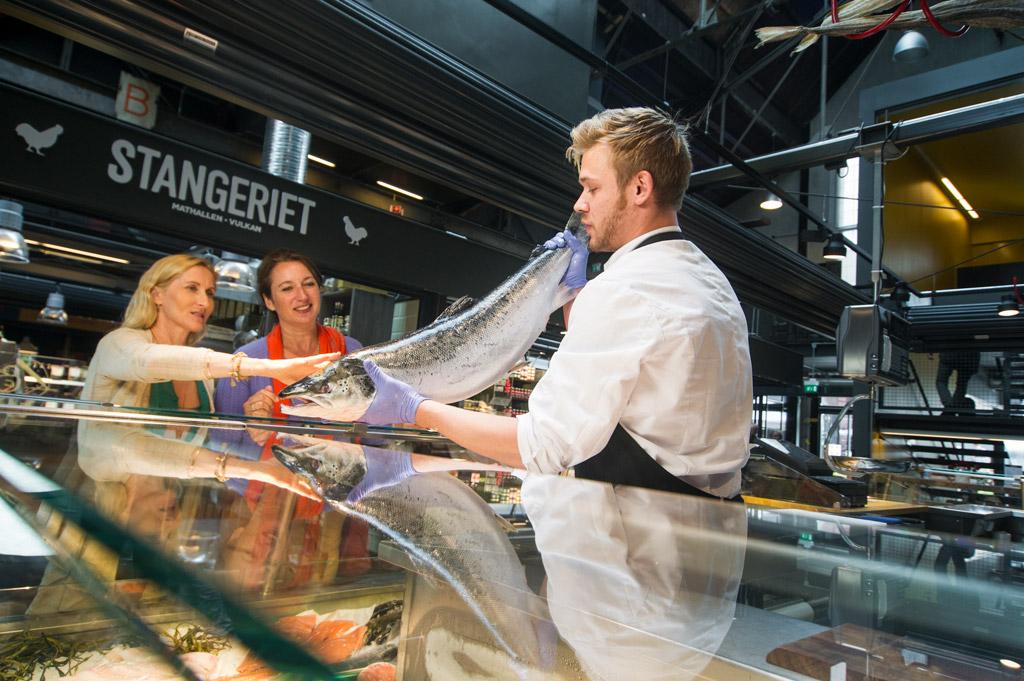 Köp fisk i saluhallen i Oslo