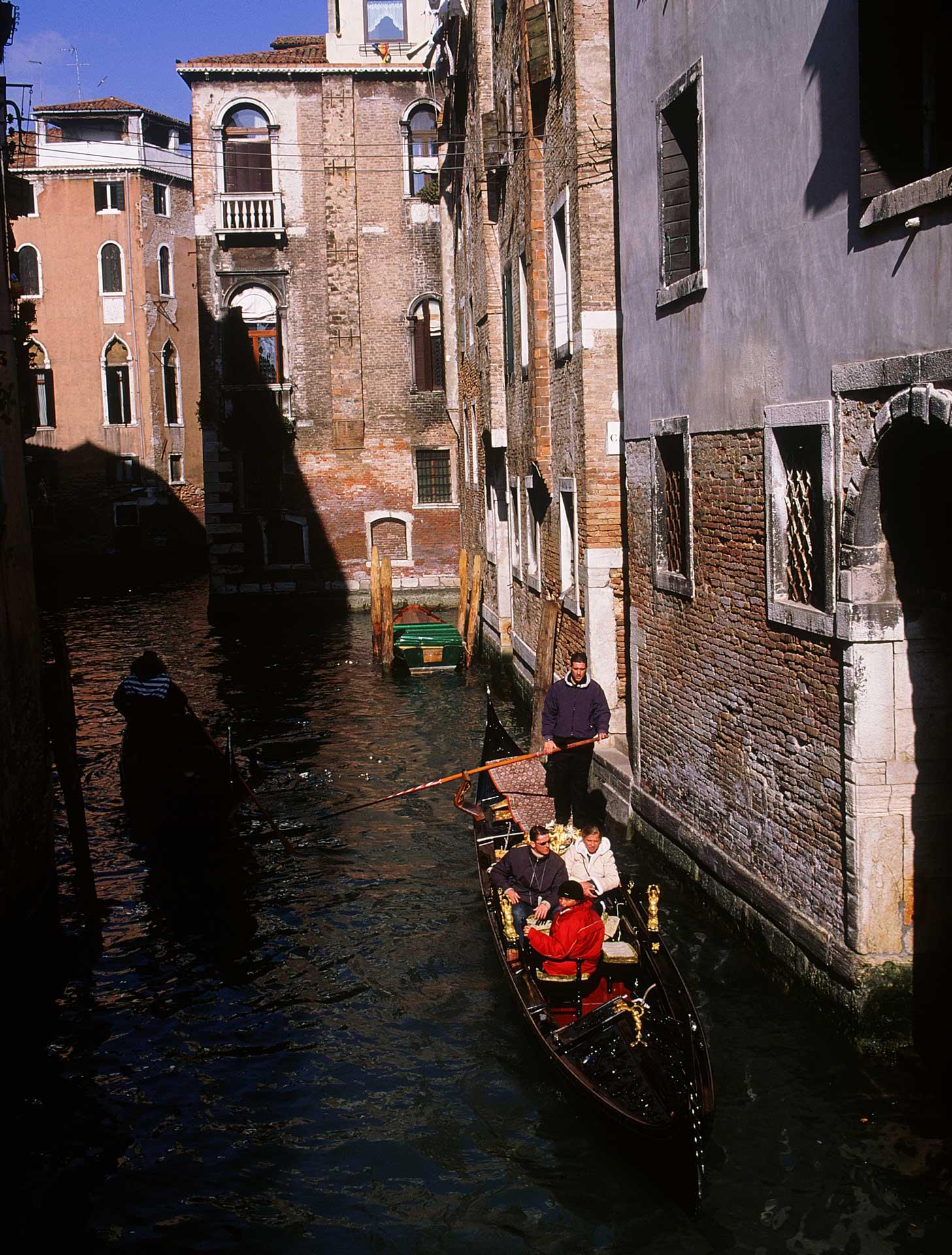 Konferensresa Venedig Italien med traditionell gondoltur