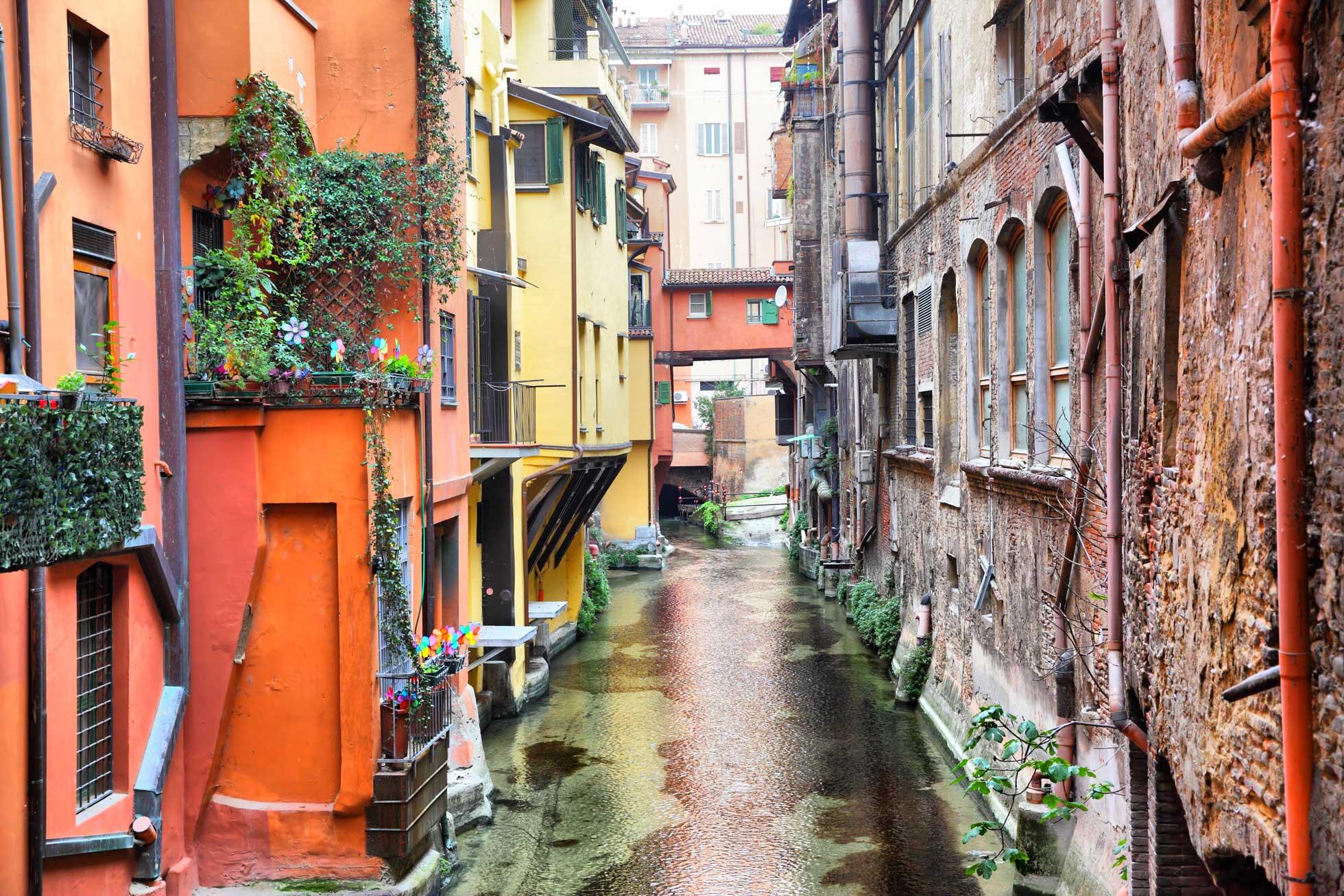 Kanalen i Bologna Italien