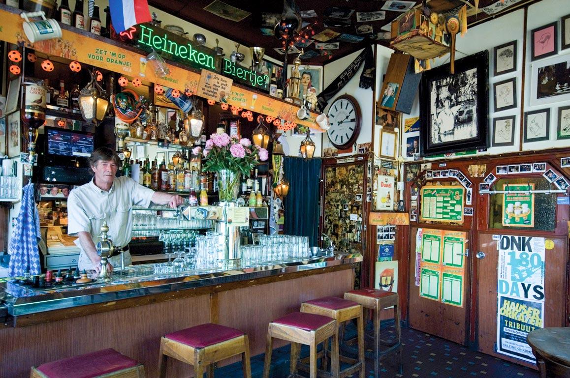 Efter en heldagskonferens i Amsterdam kan man njuta av pubens Heineken